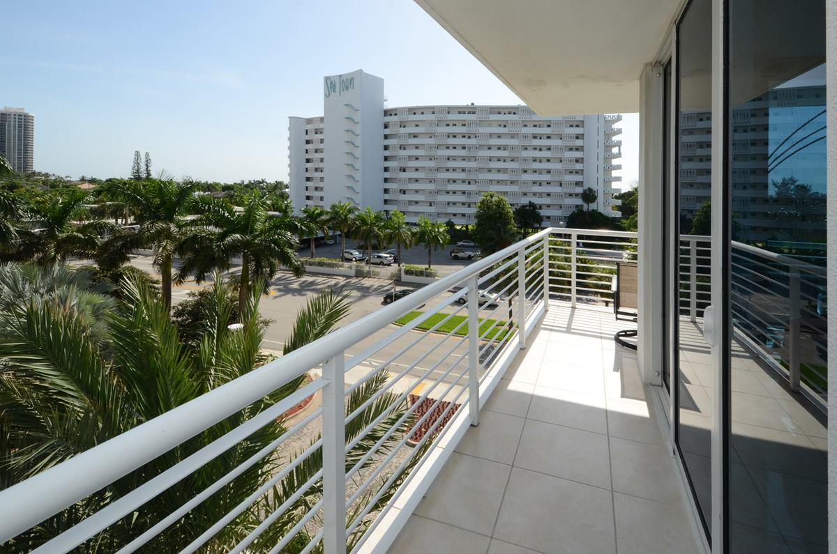 sapphire-balcony1