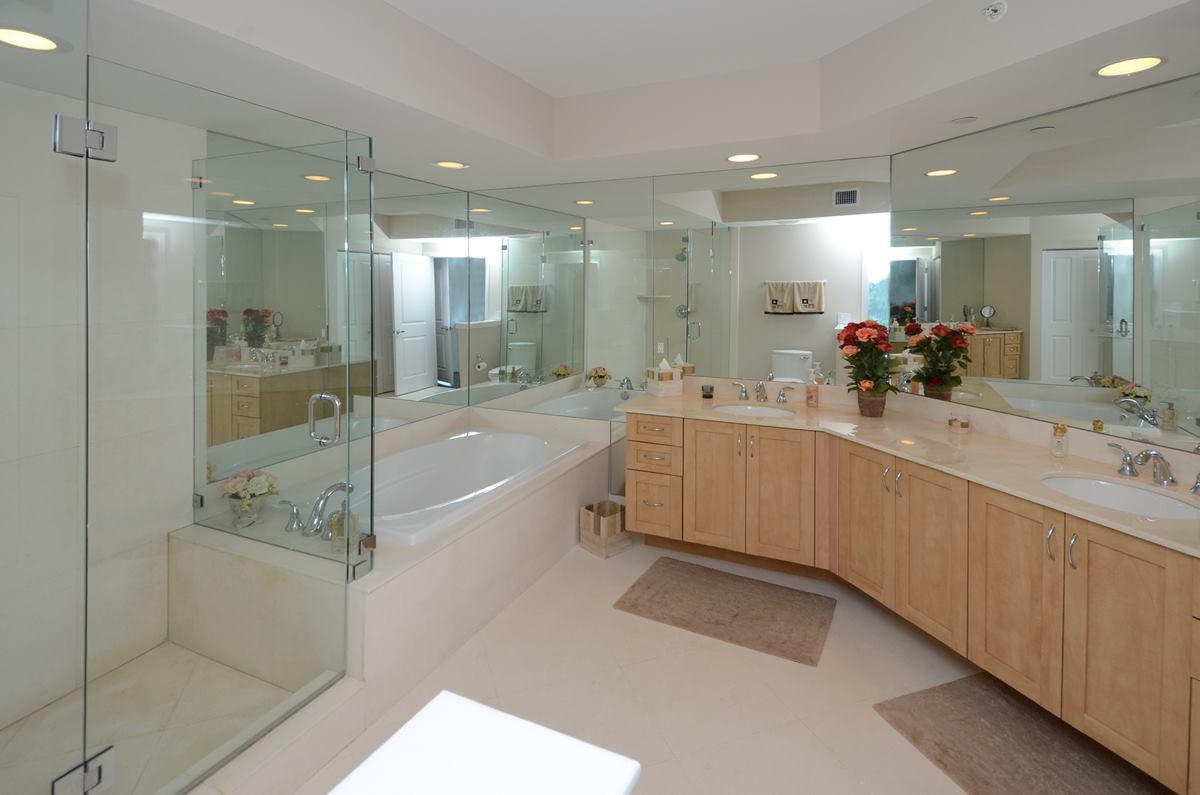 sapphire-masterbathroom